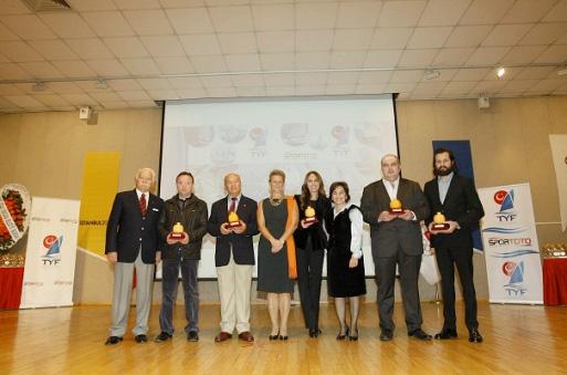 Photo of 2011 Yılının En Başarılı Yelkencileri Ödüllendirildi
