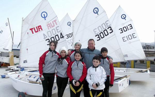 Photo of Aliağa'nın Yelken Sporcuları İlk Yarışlarına Katıldı