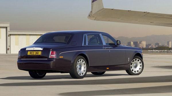 Photo of Rolls Royce Yenilenen Phantom Modelini Cenova Fuarında Görücüye Çıkardı