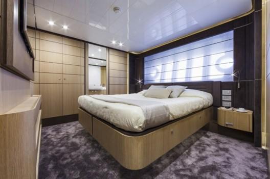 Ferretti-960-Yacht2-528x351