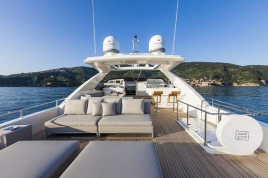 Ferretti-960-Yacht4-528x351