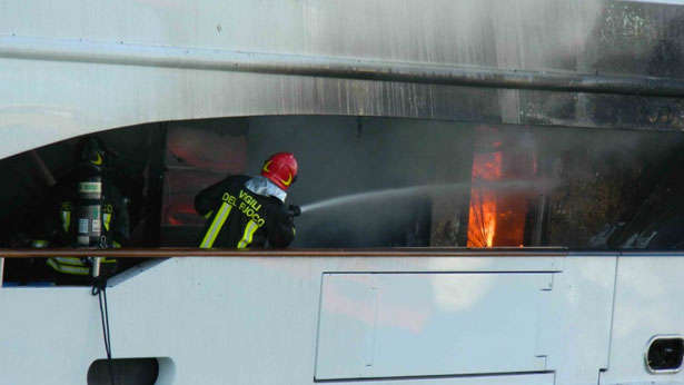 benett-fb261-yacht-fire-firefighter-on-board