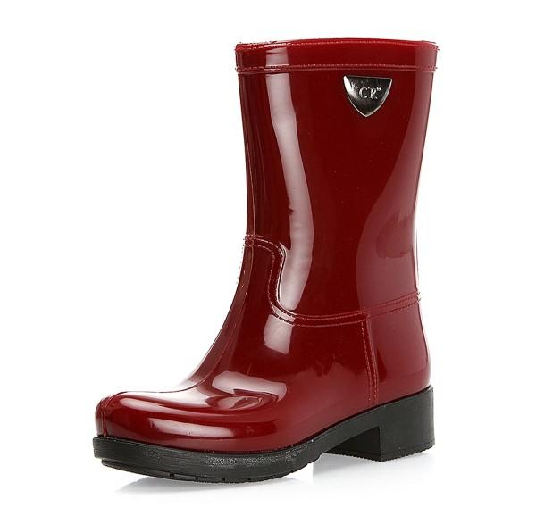 Photo of Rengarenk yağmur çizmeleriyle kışın keyfi nasıl çıkar gösterin