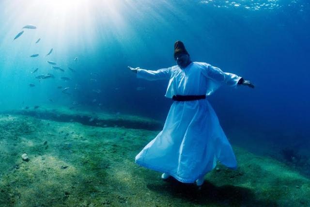 Photo of Mevlana'yı su altında andılar