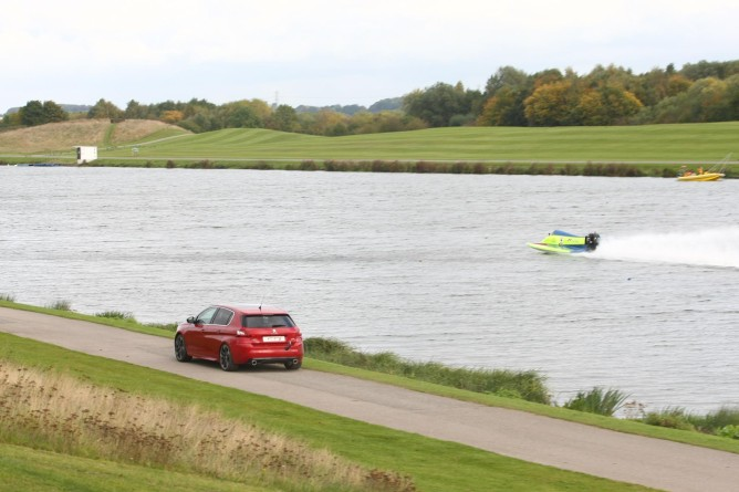 PEUGEOT 308 GTi catches the Powerboat 3515