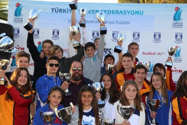 Photo of Türkiye Yarıyıl Kupası 2016 Rüzgar Sörfü Yarışları sona erdi