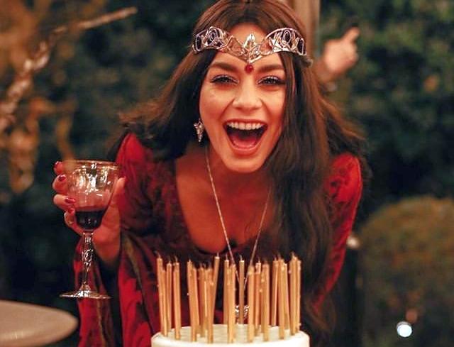 Photo of Vanessa Hudgens, 30. yaş gününü, büyülü bir partiyle kutladı.